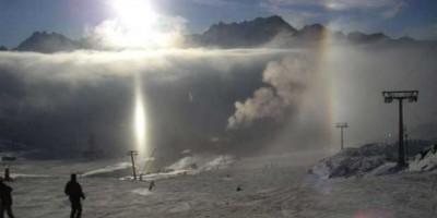 Diamond dust in Antarctica. Credit: Wikipedia commons