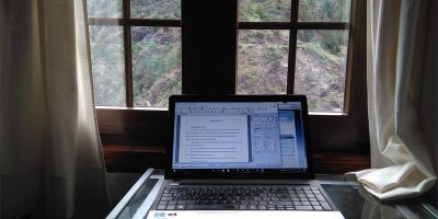 Laptop on a table in front of a window, with the Caldera de Taburiente outside